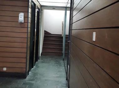 pasillo entrada edificio achicada